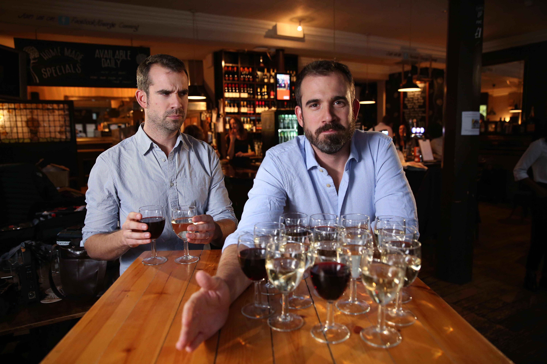 Irmãos gêmeos e médicos estudam os efeitos da bebida