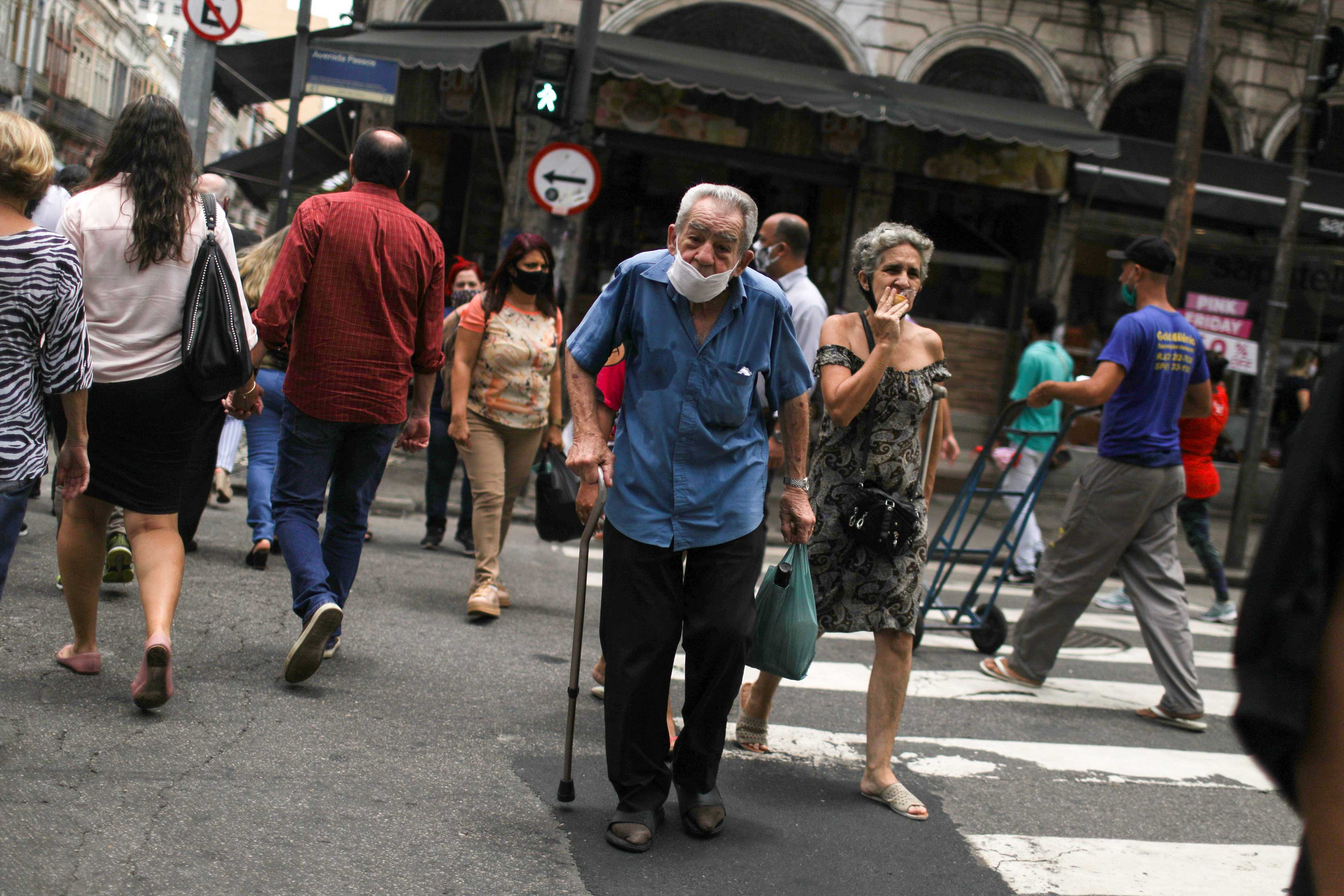 Movimento no Saara, região comercial do Rio de Janeiro, em meio à pandemia
