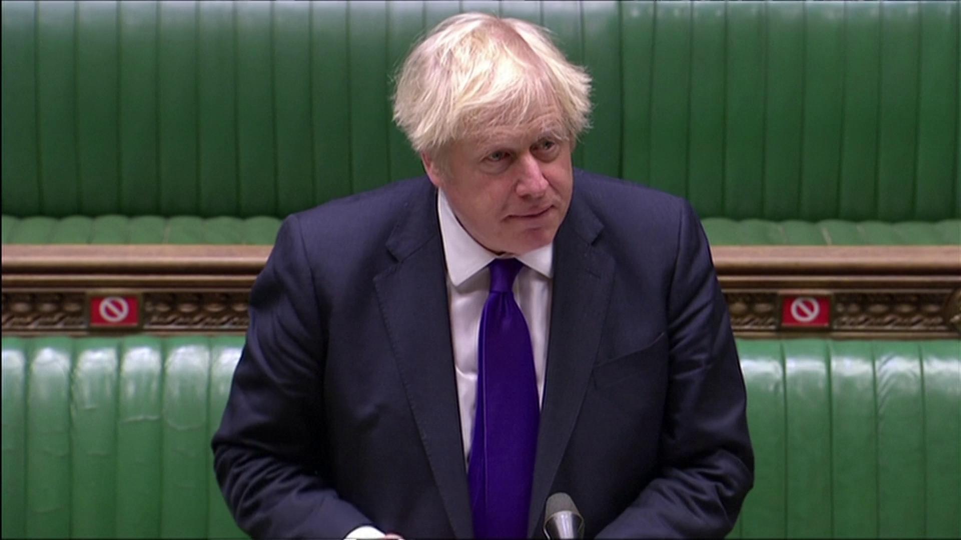 Boris Johnson responde questionamentos do Parlamento sobre vacinação