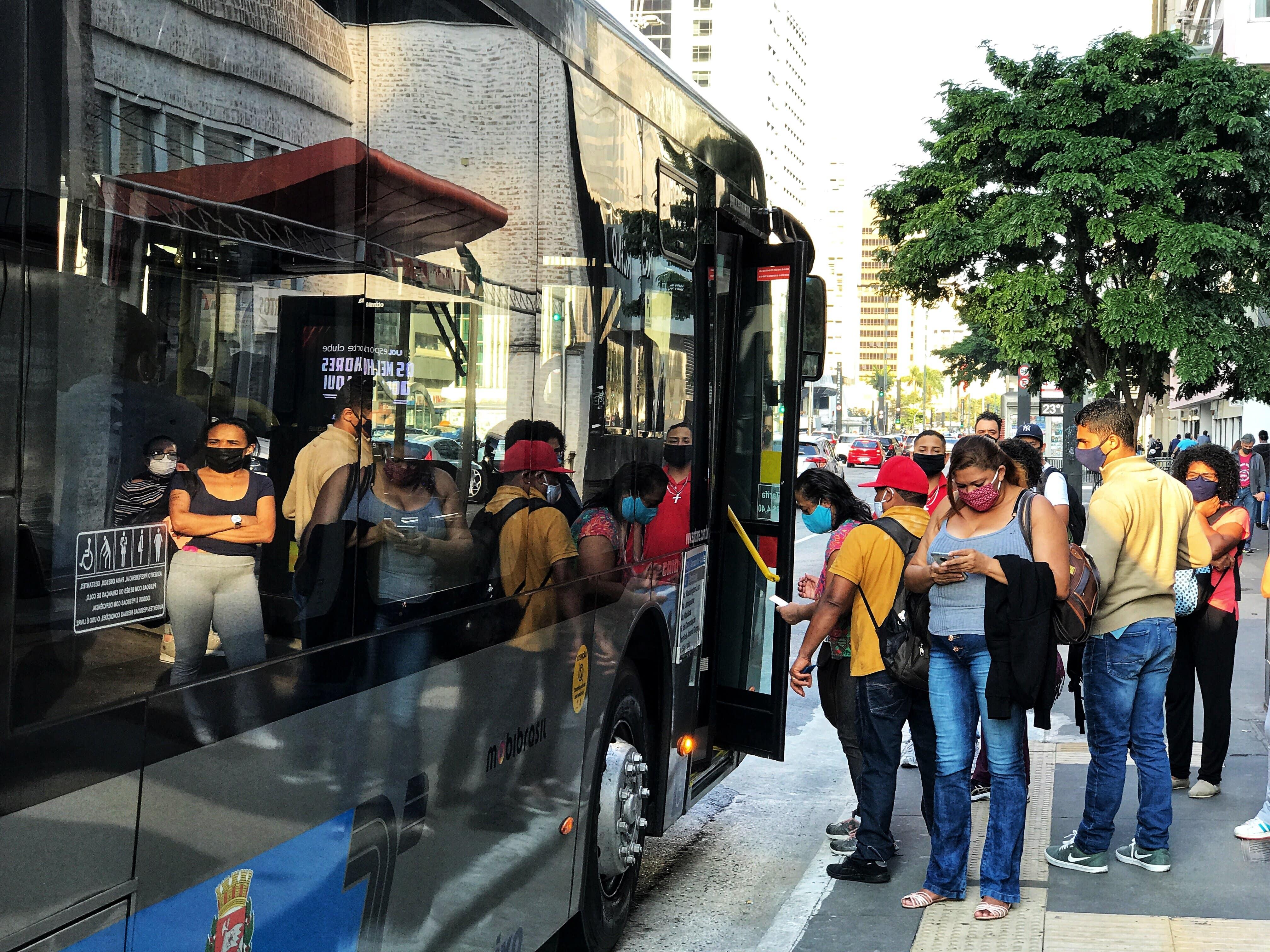 Ponto de ônibus na Av. Paulista