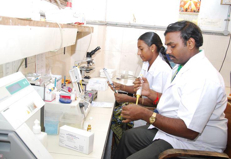 Equipe do Andhra Hospital, no estado indiano de Andhra Pradesh