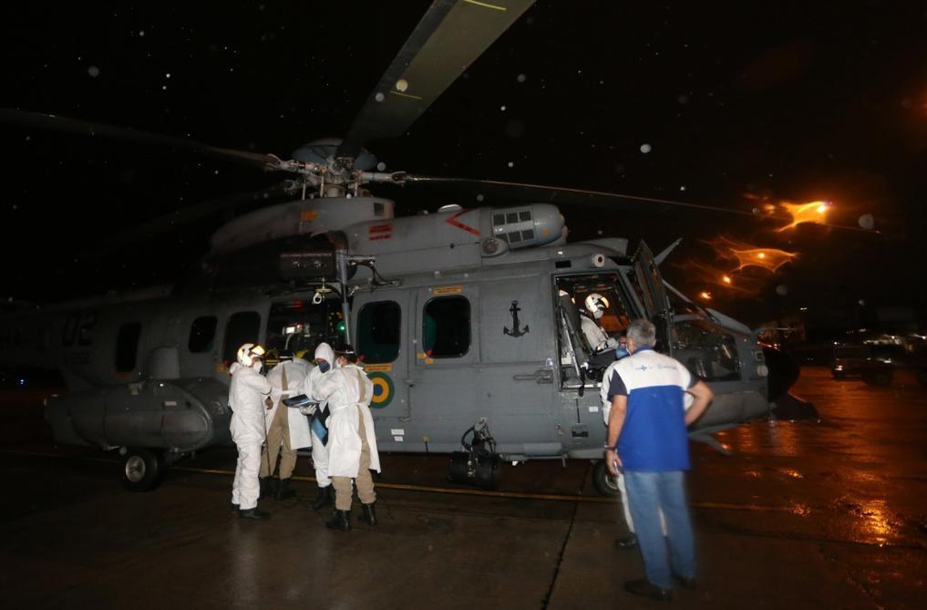 Aeronave da Marinha ajuda no transporte de criança em estado grave com Covid-19