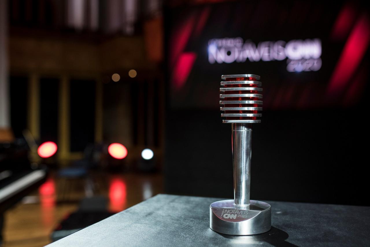 O Troféu do Prêmio Notáveis CNN