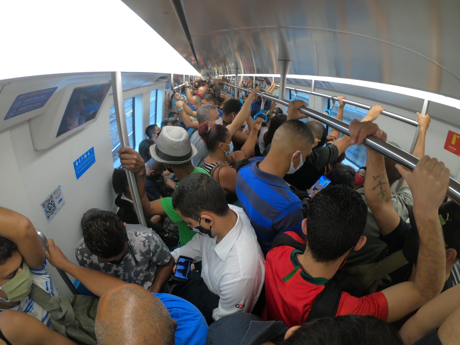 Metrô lotado no Rio