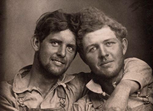 Amar: Uma história fotográfica de homens apaixonados, 1850-1950