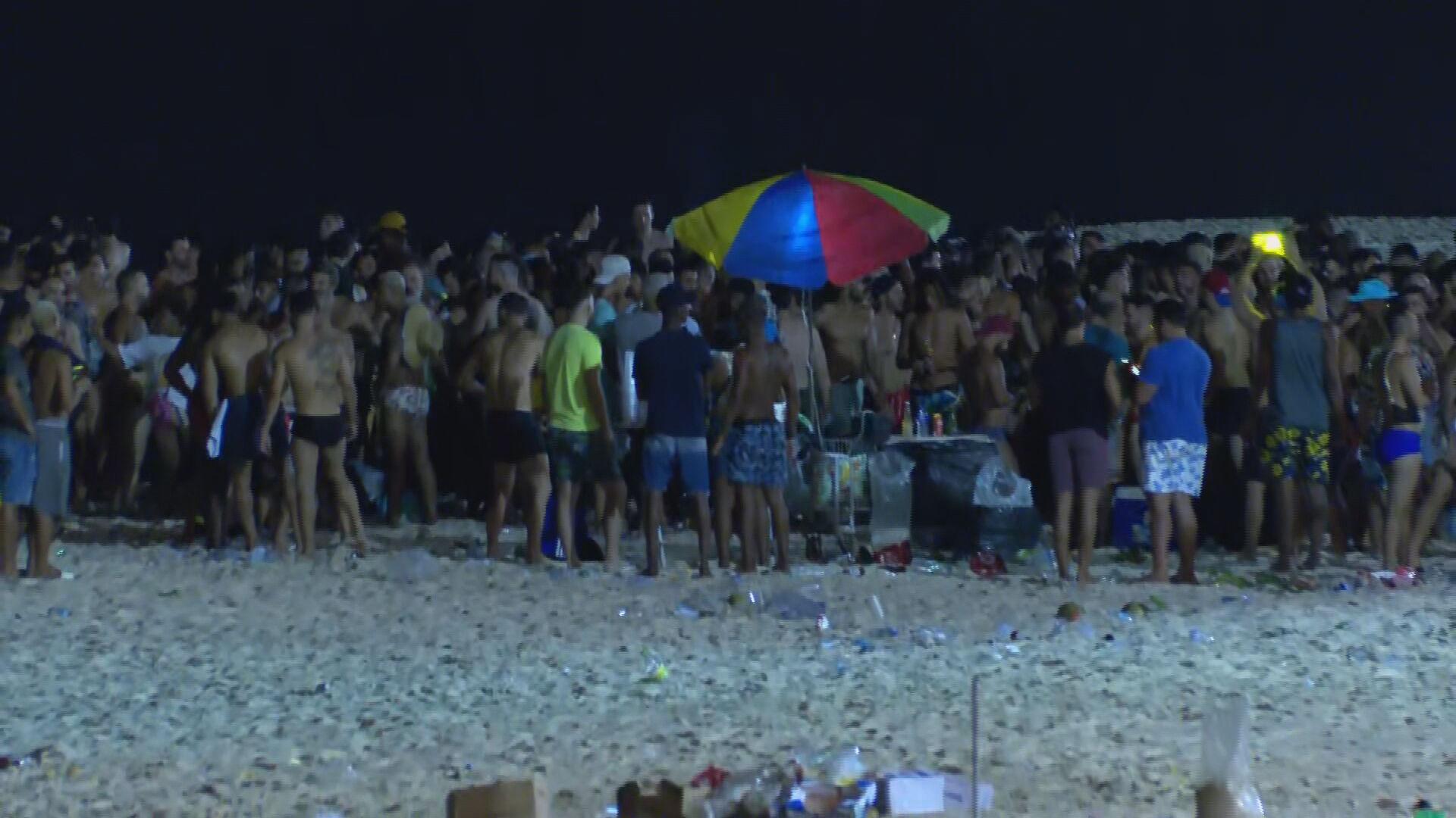Equipe da CNN flagra aglomeração em praia no Rio de Janeiro