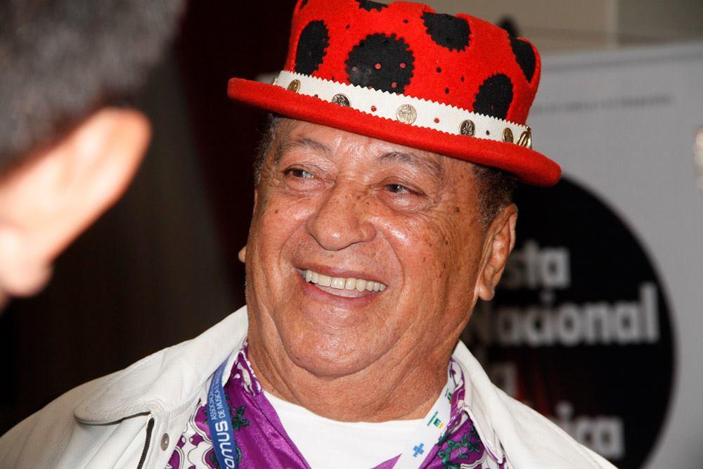 O cantor Genival Lacerda estava internado