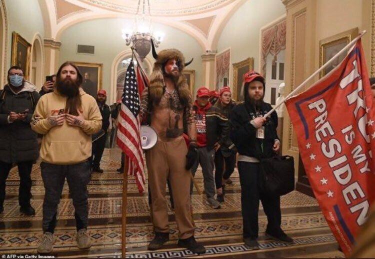 Apoiadores de Trump invadiram o prédio do Capitólio, em Washington D.C.