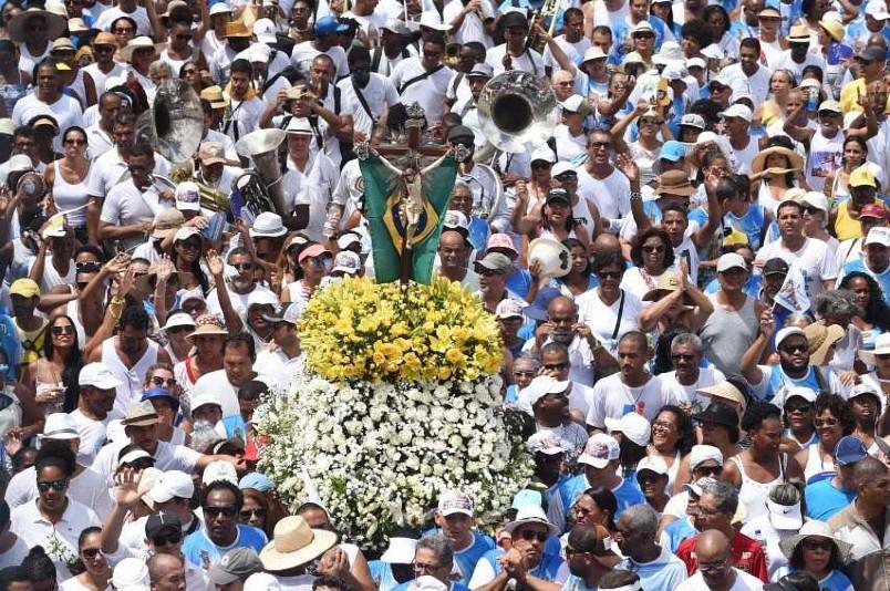 Procissão do Senhor do Bonfim costuma reunir uma multidão pelas ruas de Salvador