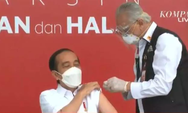 Joko Widodo, presidente da Indonésia, é primeiro a ser vacinado no país