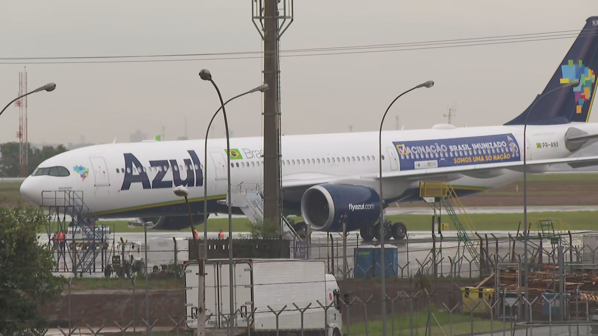 Avião que vai para Índia buscar vacina contra Covid-19 decola de Campinas (SP)