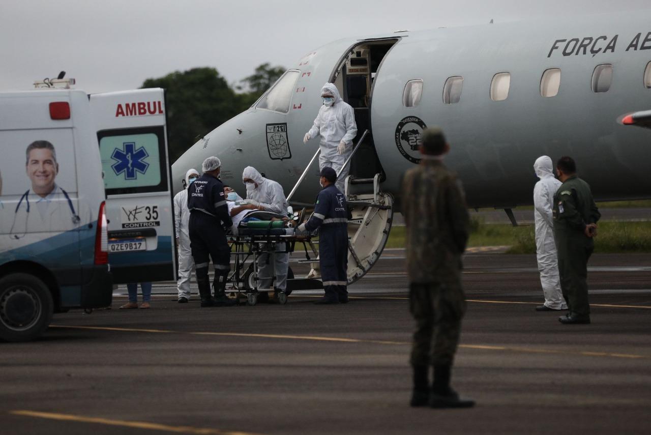 Paciente com Covid-19 é transferido do Amazonas pela Força Aérea Brasileira