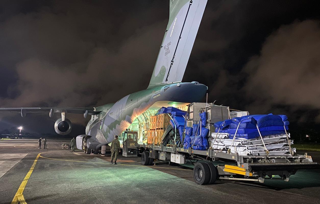 Material enviado pela Força Aérea para construção de hospital de campanha no AM