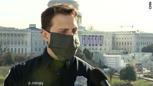 O oficial da polícia Daniel Hodges