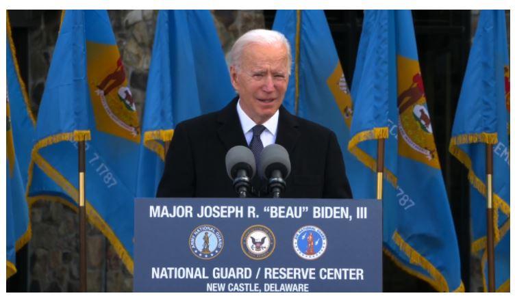 O presidente eleito Joe Biden discursa antes da partida para Washington