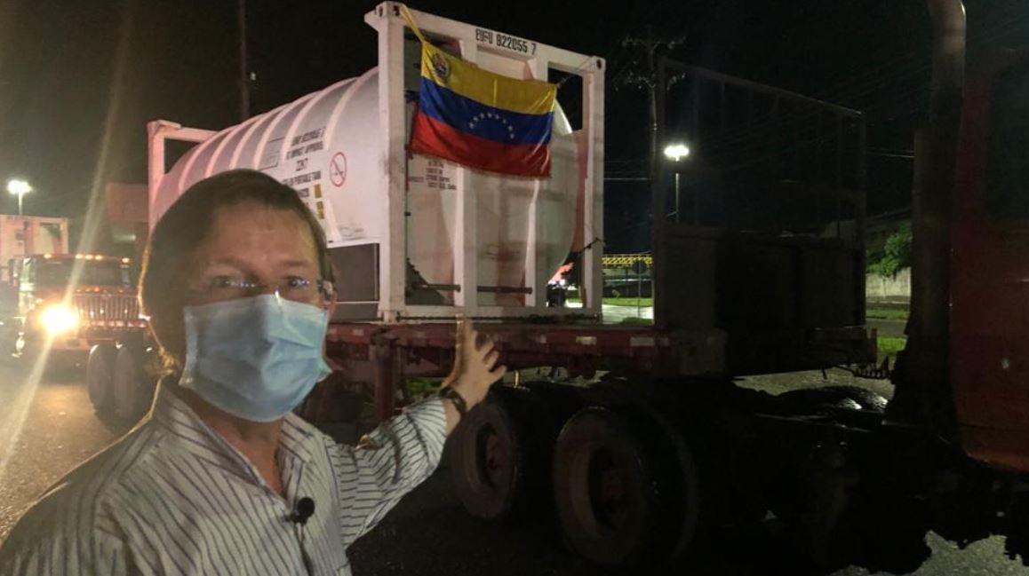 Chanceler venezuelano Jorge Arreaza divulgou imagens da chegada de caminhões de