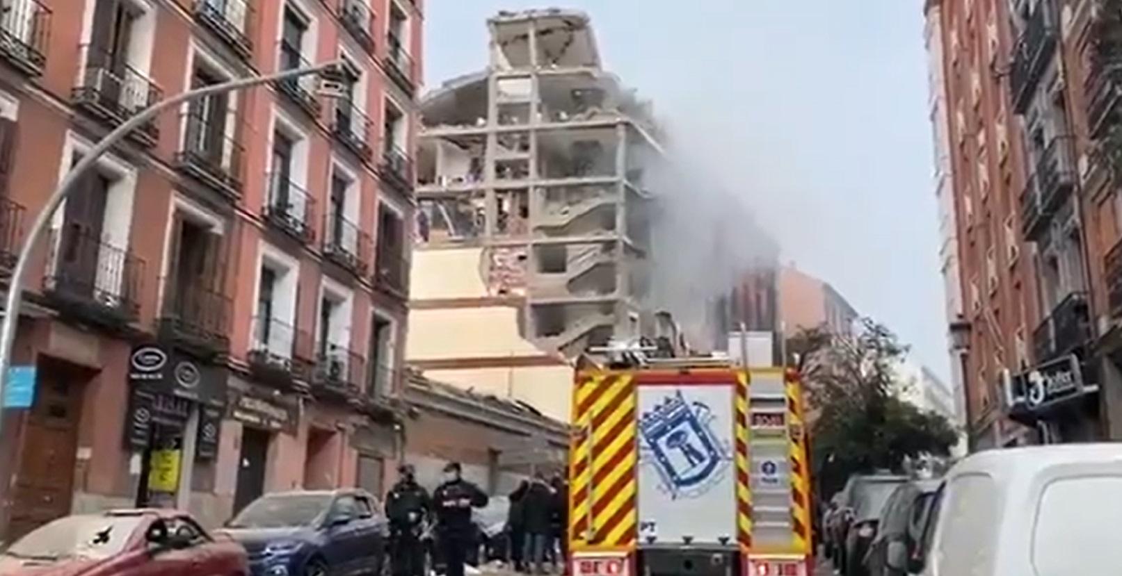 Equipes de resgate trabalham no centro de Madri, após explosão em prédio