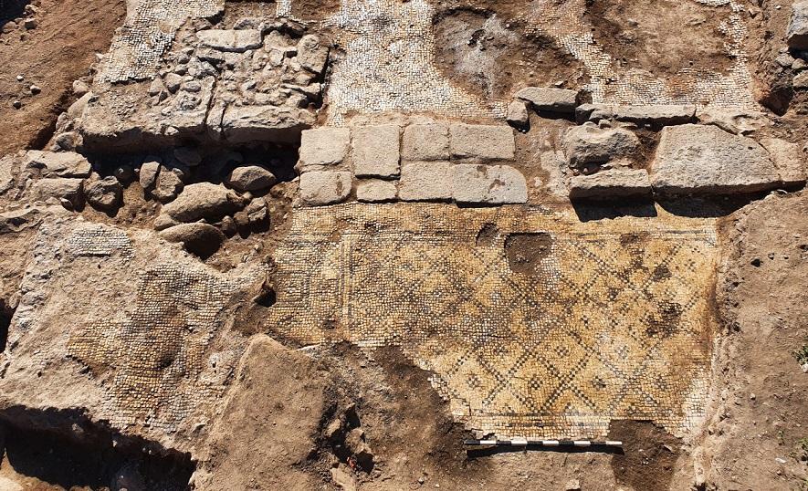 Descoberta de pedra aponta para existência de templo cristão em cidade árabe