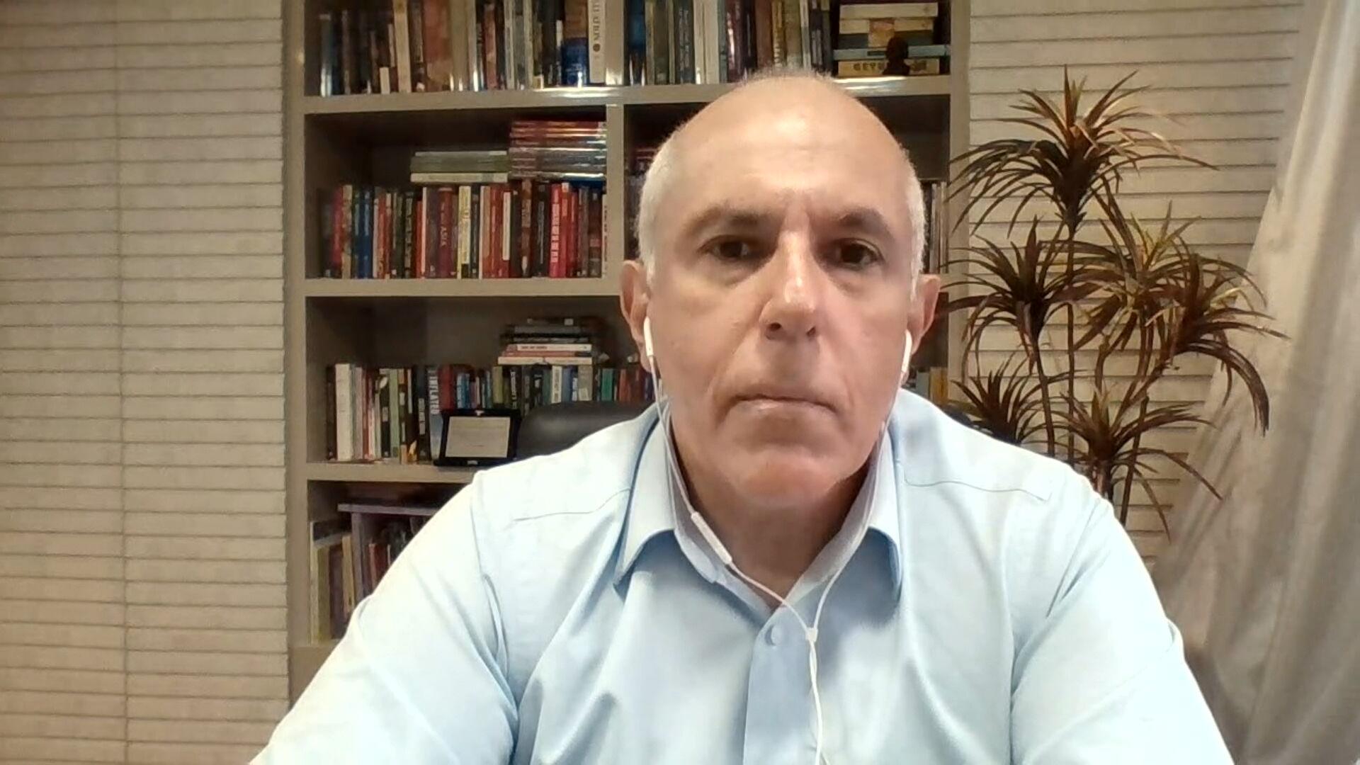 Economista Roberto Dumas falou sobre negociação de insumos entre Brasil e China