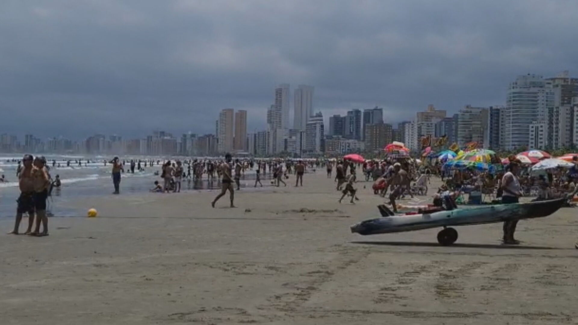 Praias da Baixada Santista sofreram aglomerações devido ao feriado prolongado