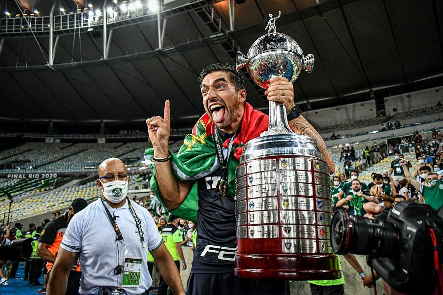 Abel Ferreira comemora título da Libertadores pelo Palmeiras
