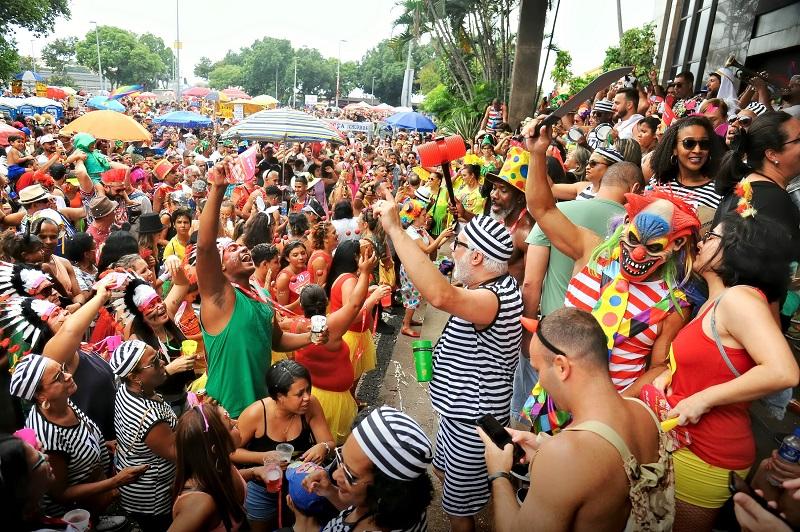 Aglomeração em bloco de Carnaval no Rio de Janeiro. Imagem de arquivo de 28 de f