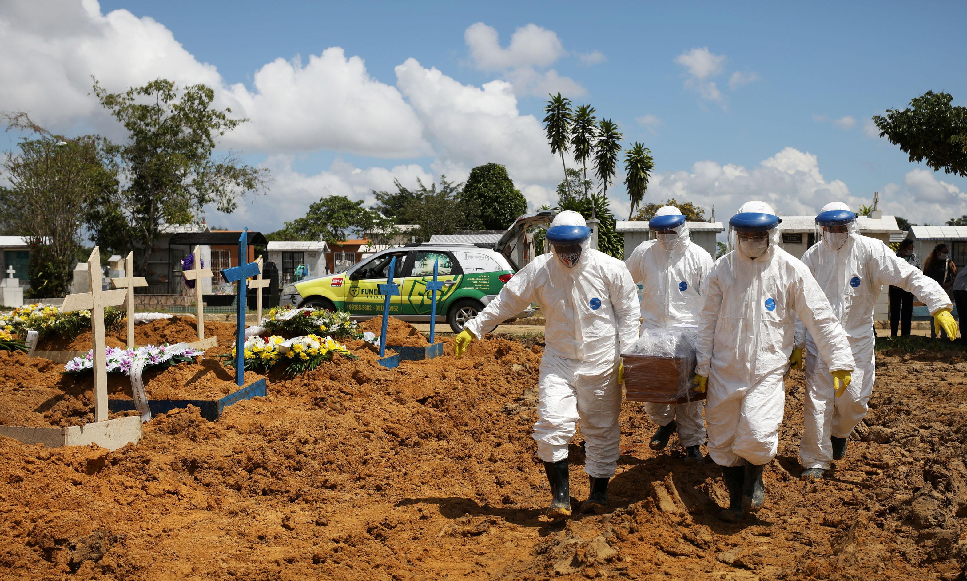 Enterro em Manaus durante pandemia da Covid-19