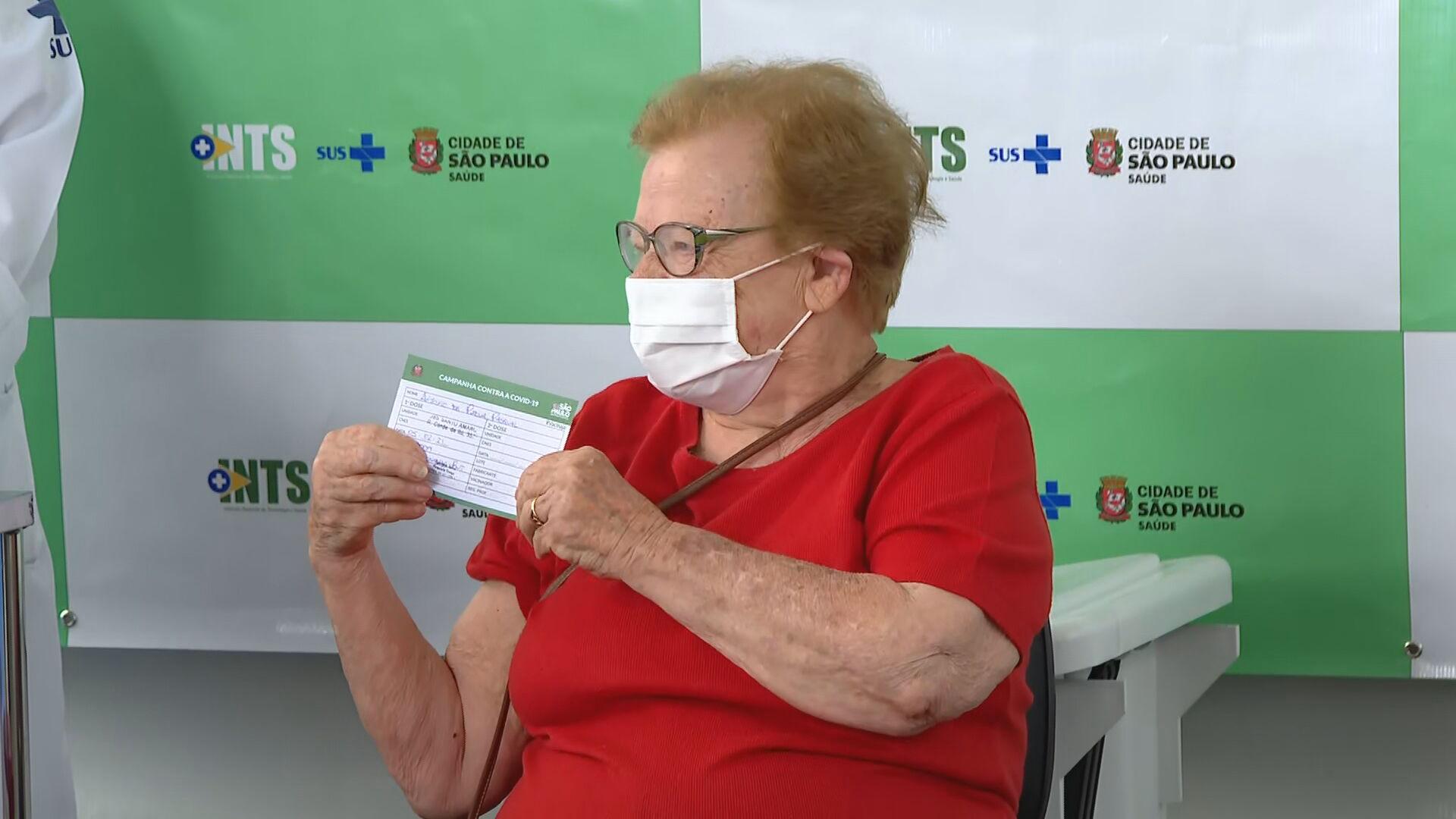 Idosos com mais de 90 anos são vacinados contra Covid-19 em São Paulo (05.fev.21