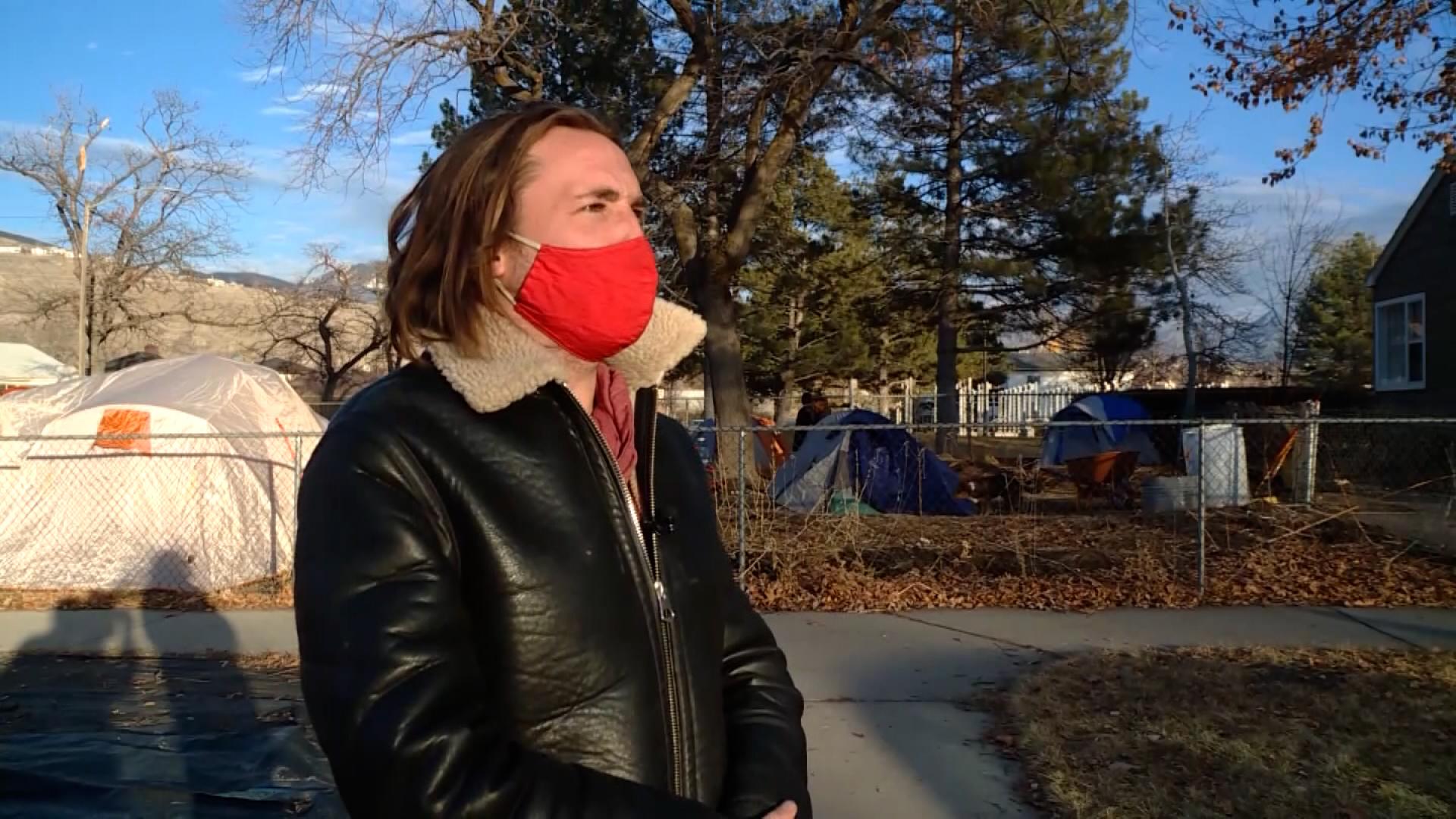 Darin Mann, morador de Salt Lake City, abriu quintal para abrir moradores de rua