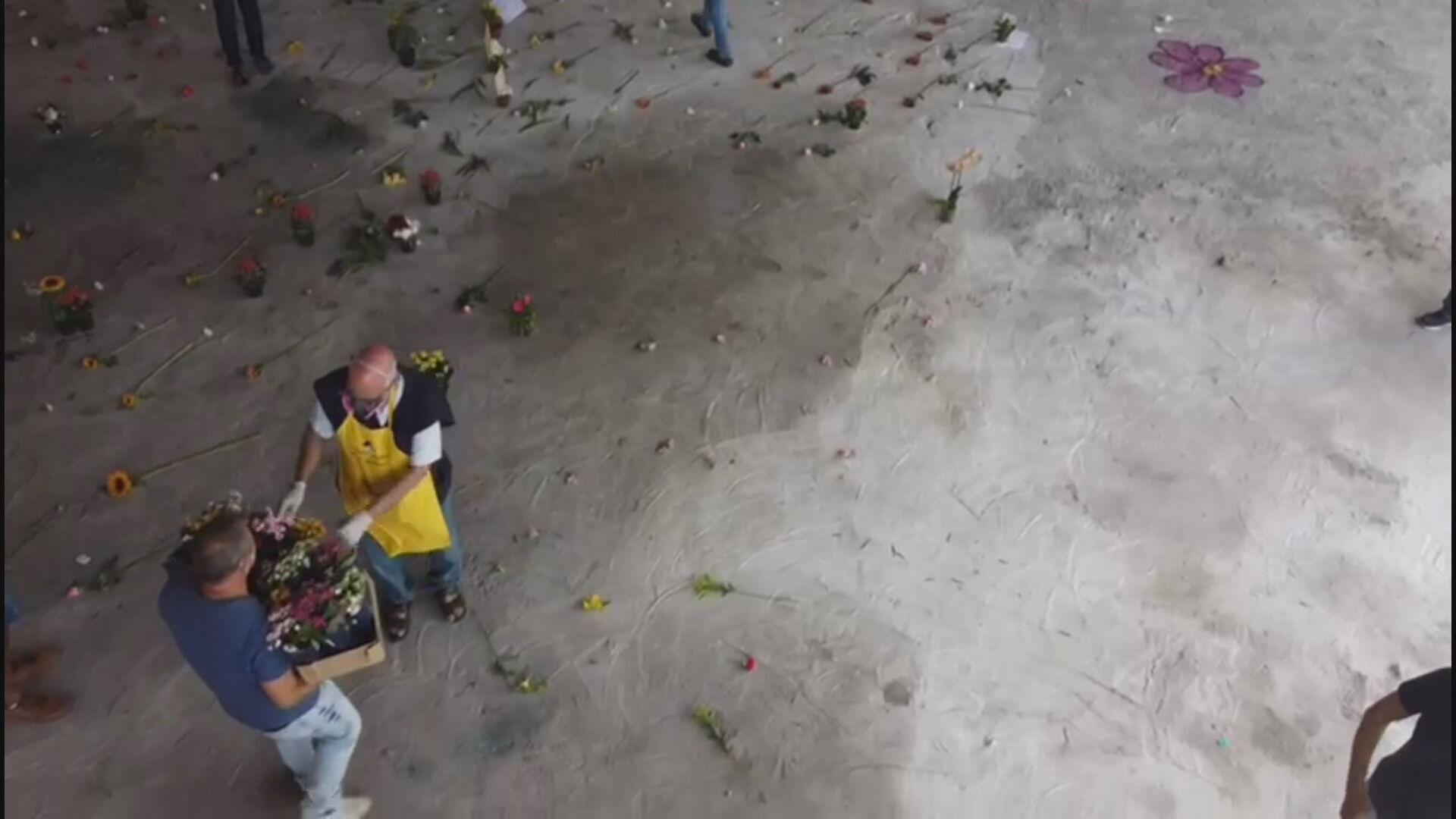 Padre substitui pedras por flores debaixo de viaduto de São Paulo