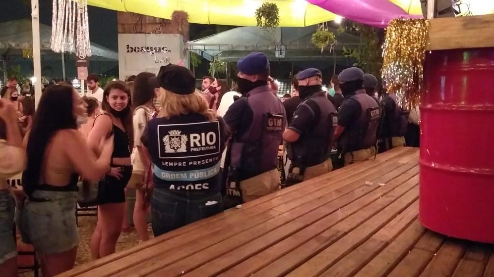 Operação interrompeu baile e interditou bar no Jockey Club do Rio de Janeiro