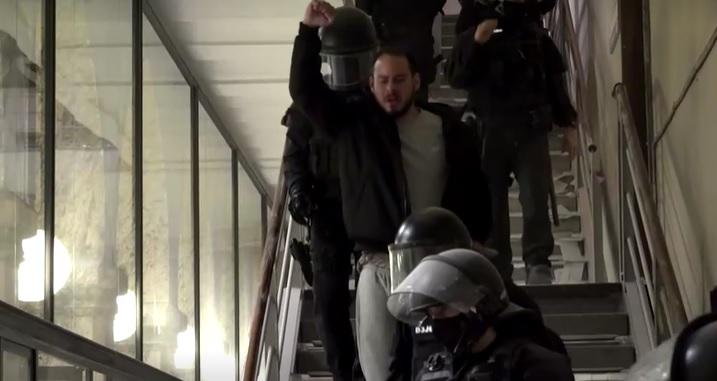 Pablo Hasel sendo na preso na Universidade de Lledia