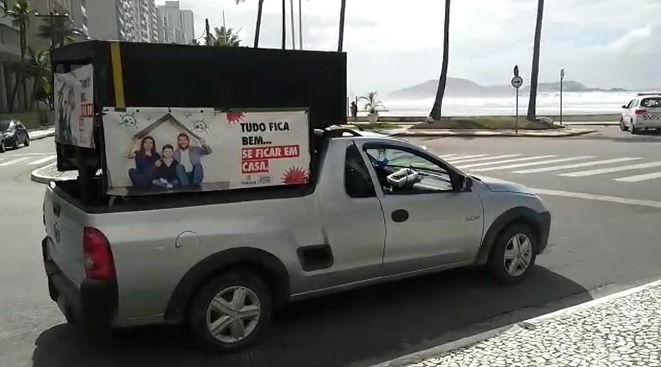 Carro de som no Guarujá alerta para necessidade de evitar aglomerações