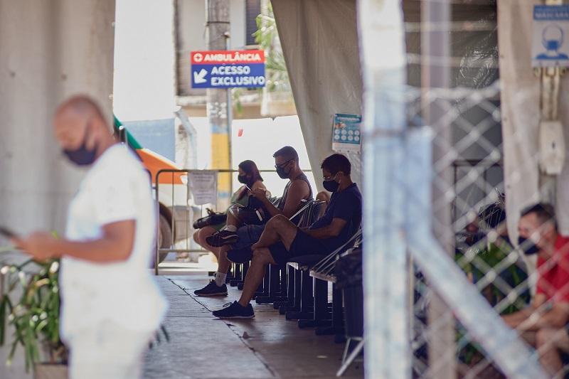 Pacientes aguardam atendimento na UPA da Vila Xavier em Araraquara