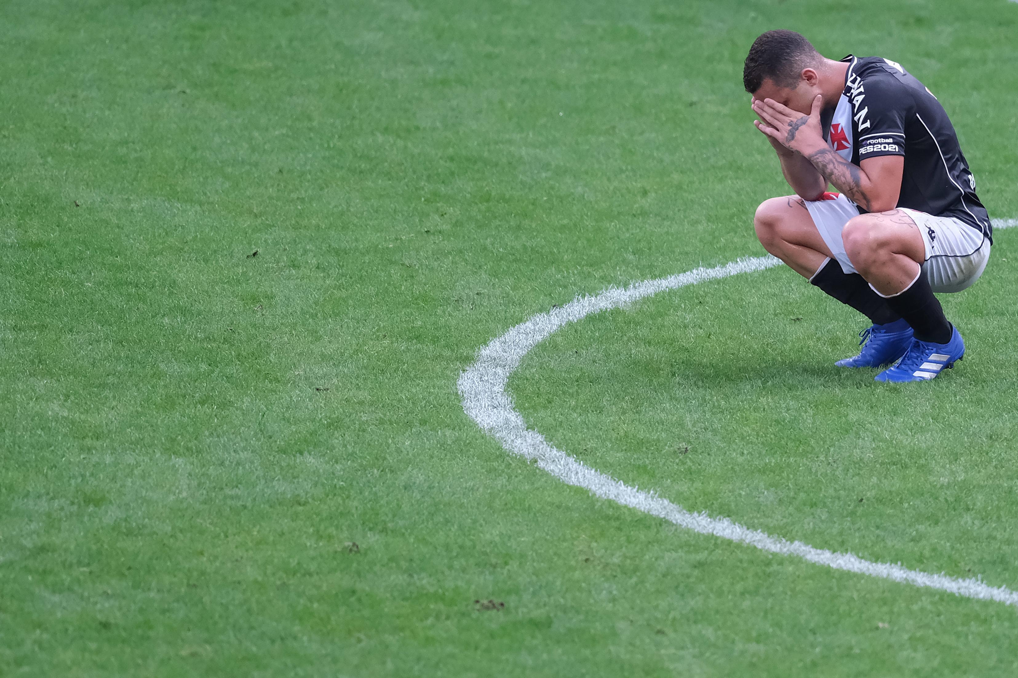 Bruno Gomes, jogador do Vasco, lamenta empate