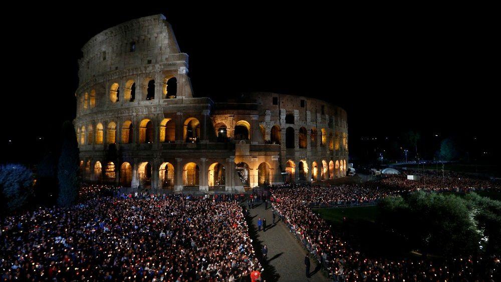 A Via Sacra em frente ao Coliseu, em Roma, em 2019