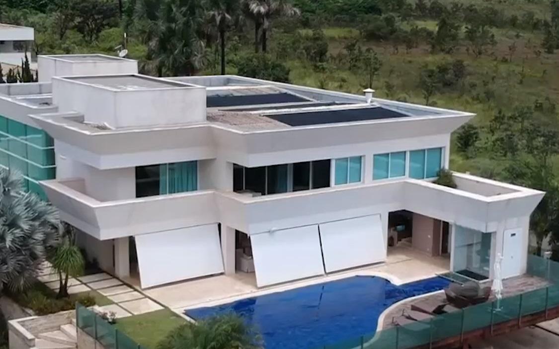 Flávio Bolsonaro comprou mansão por R$ 5,9 milhões em Brasília