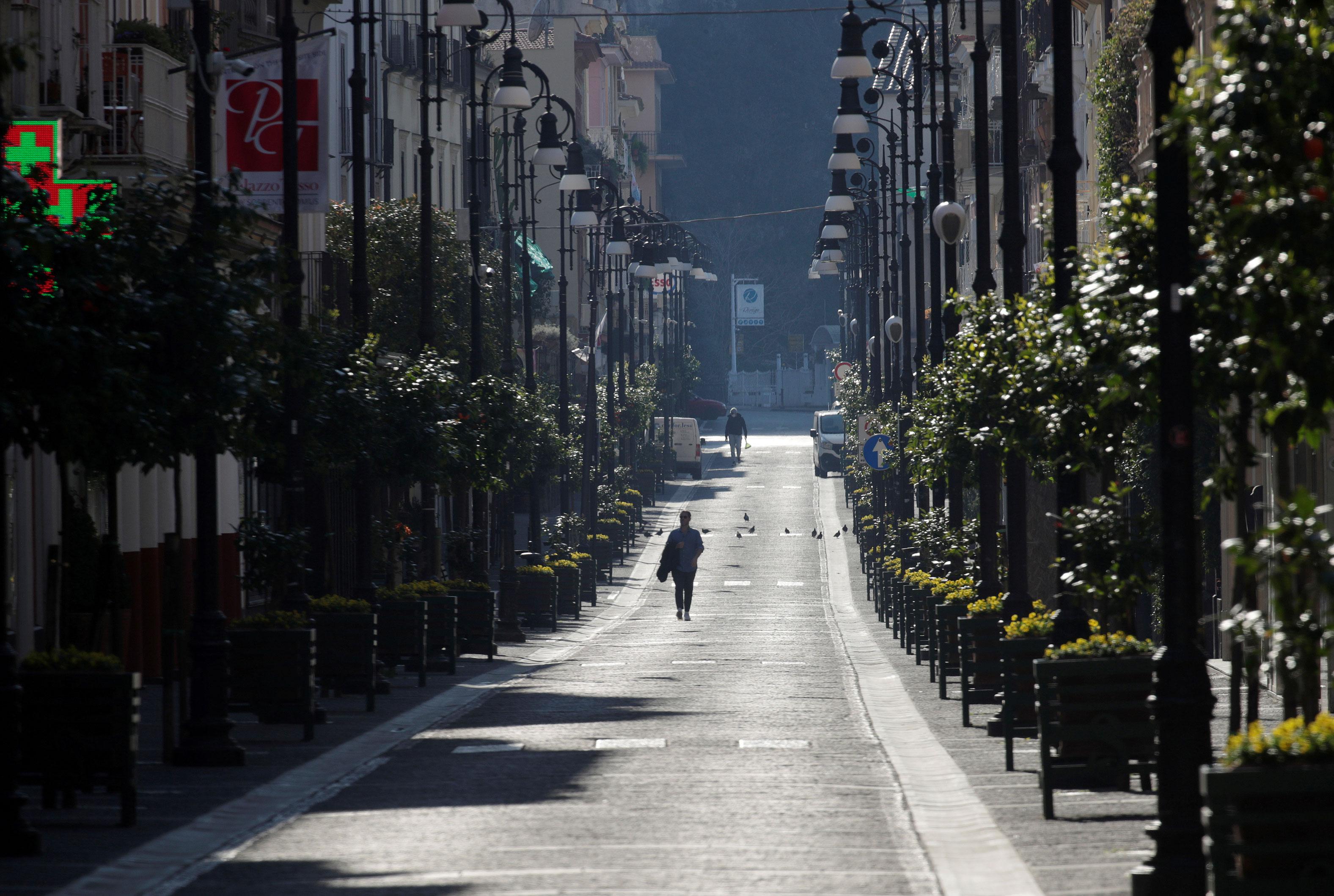 Rua vazia em Sorrento, na Itália, durante pandemia da Covid-19