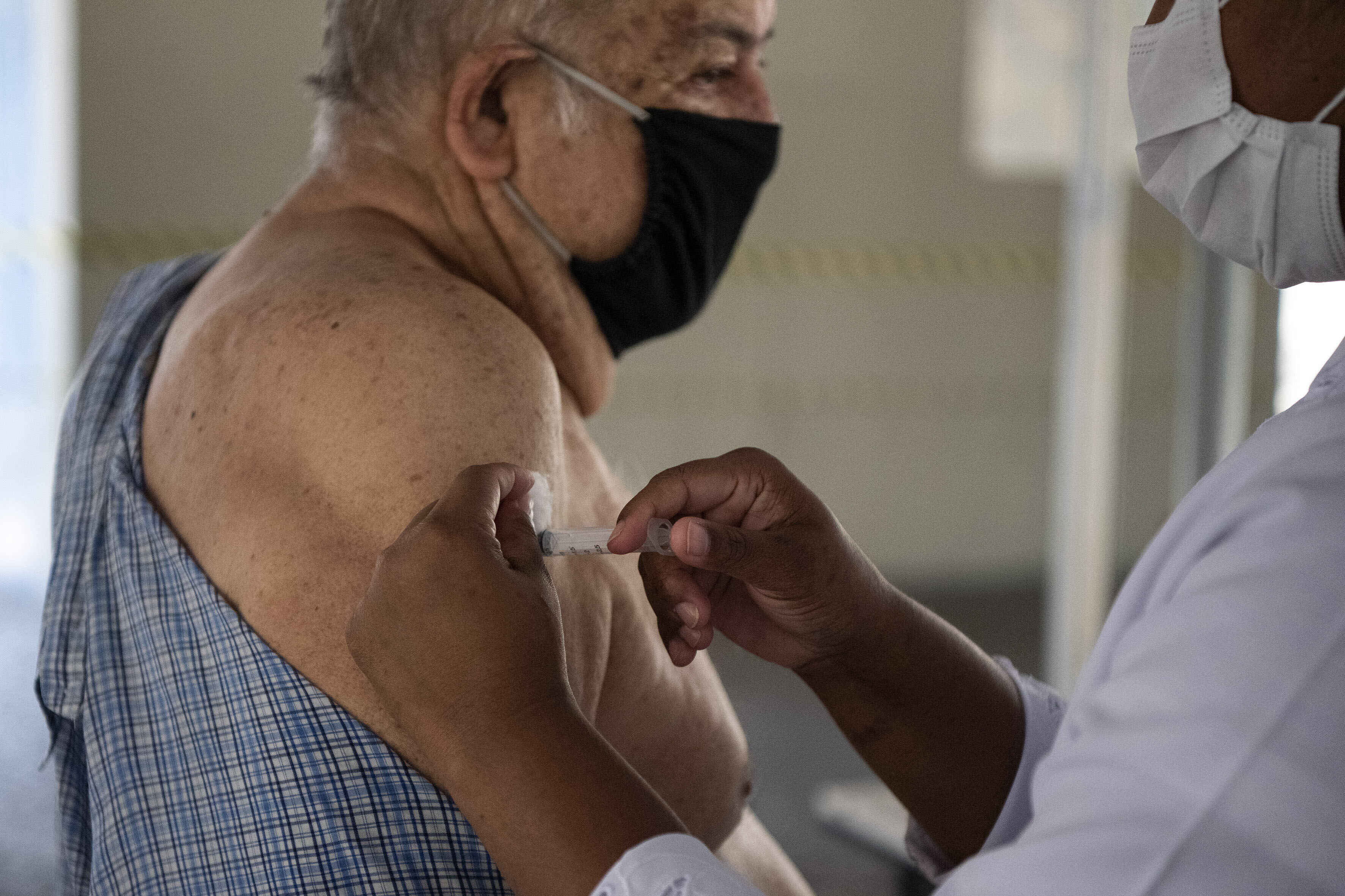 Aplicação da vacina contra Covid-19 no Rio de Janeiro