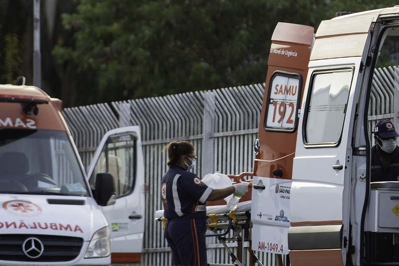 Pacientes com coronavírus são transferidos na zona Leste de São Paulo