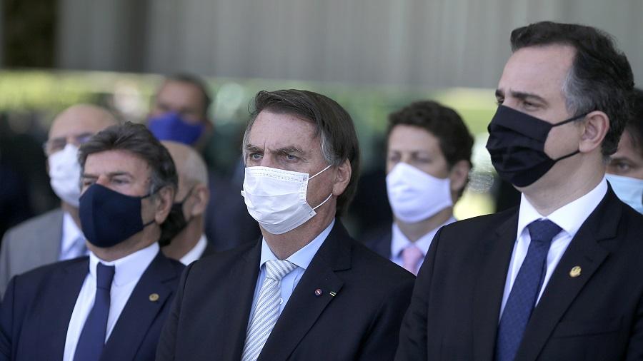 Bolsonaro ao lado de Rodrigo Pacheco (DEM-MG), presidente do Senado, e Luiz Fux
