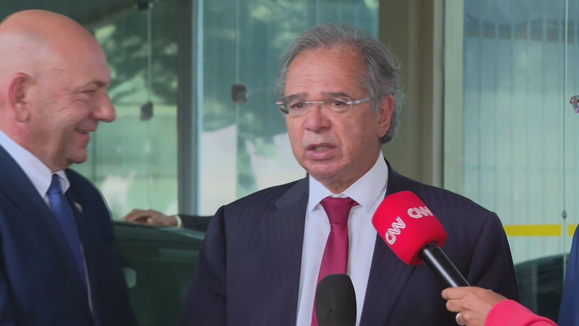 Ministro da Economia, Paulo Guedes, em coletiva após reunião com empresários (25
