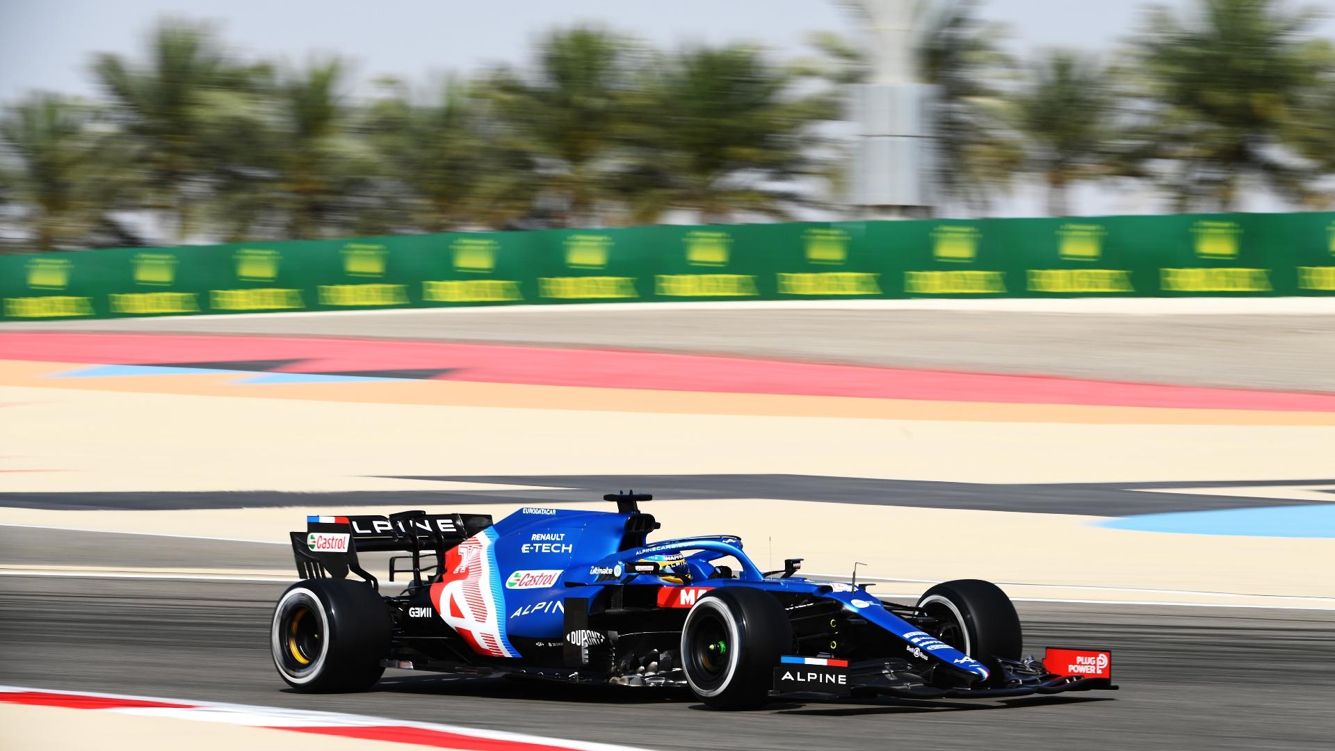 Fernando Alonso pilota o A521, carro da Alpine da temporada 2021 da Fórmula 1