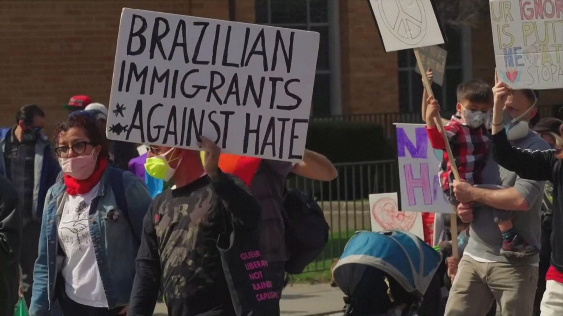 Brasileiros em protesto contra o preconceito aos asiáticos nos EUA