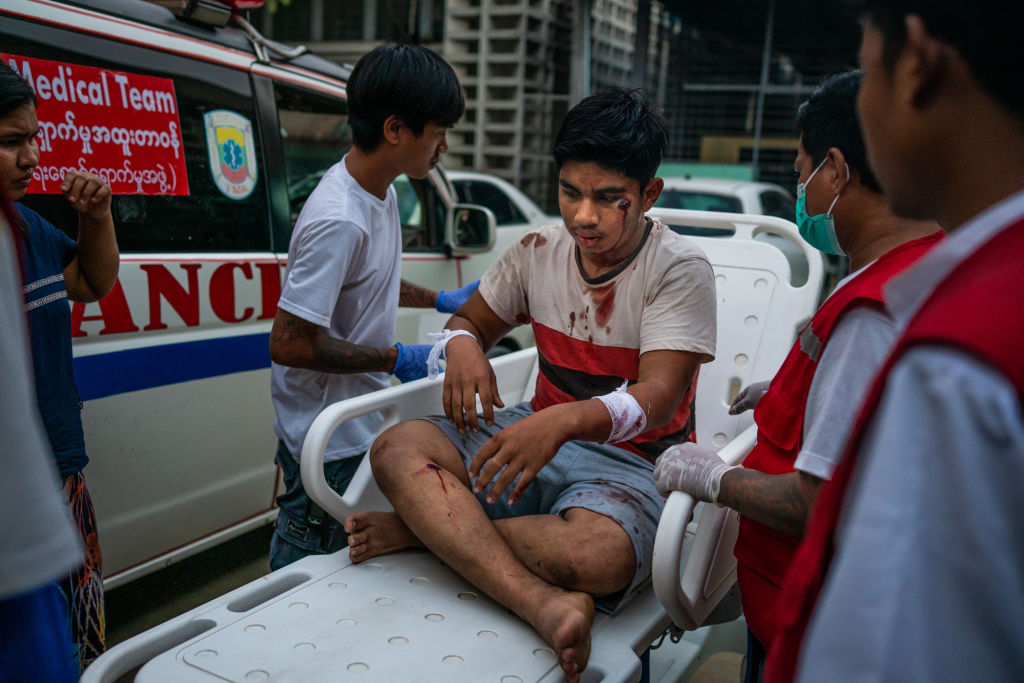 Manifestante ferido em Mianmar
