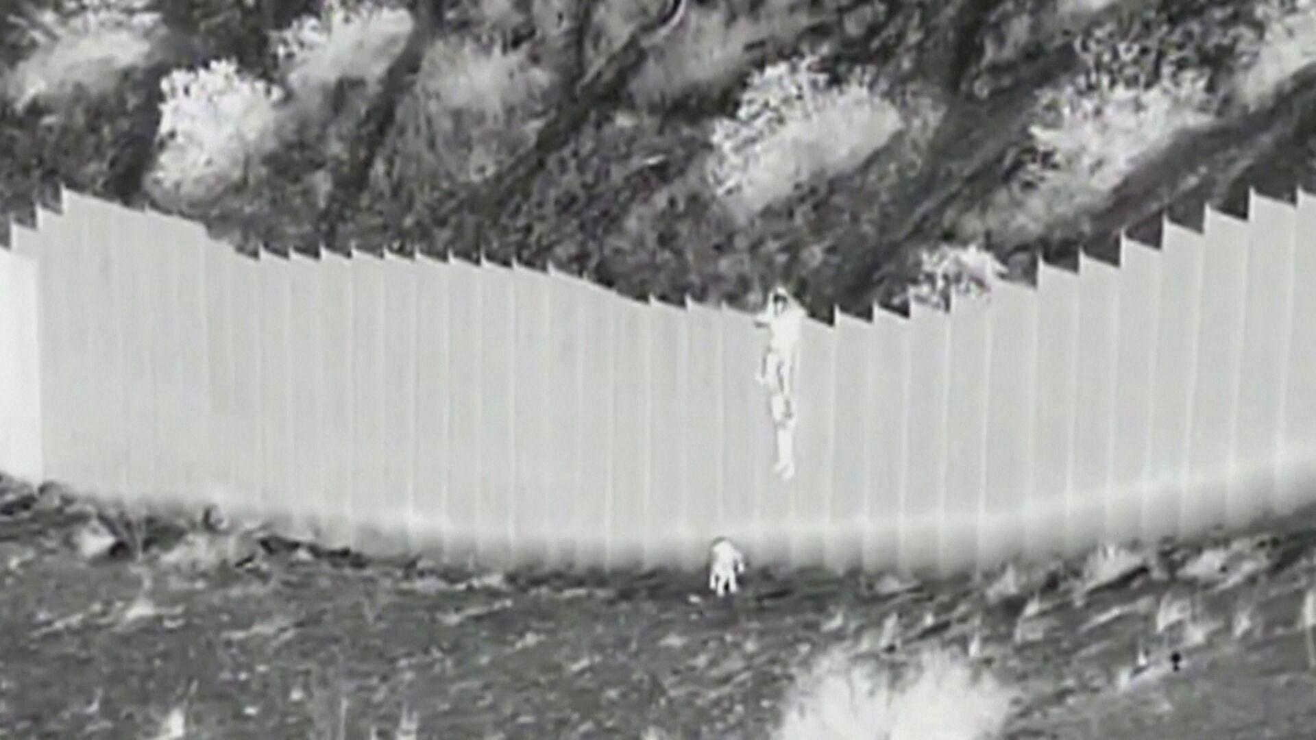 Crianças equatorianas foram jogadas pelo muro por dois homens