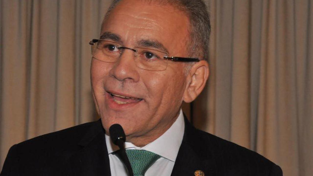 O médico Marcelo Queirona fala em evento da Associação Brasileira de Cardiologia
