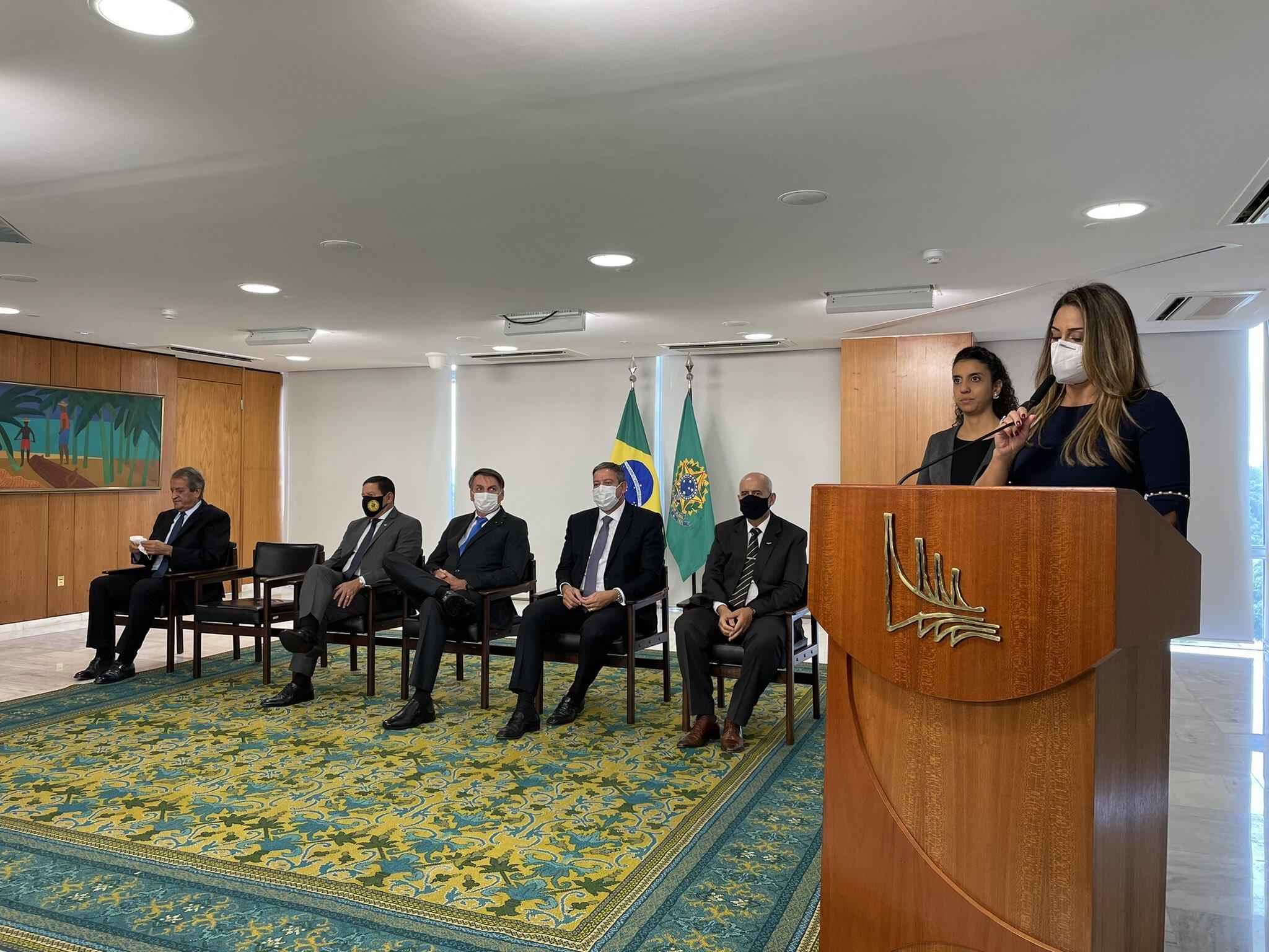 Deputada federal Flávia Arruda discurso após assumir o cargo de ministra da Secr