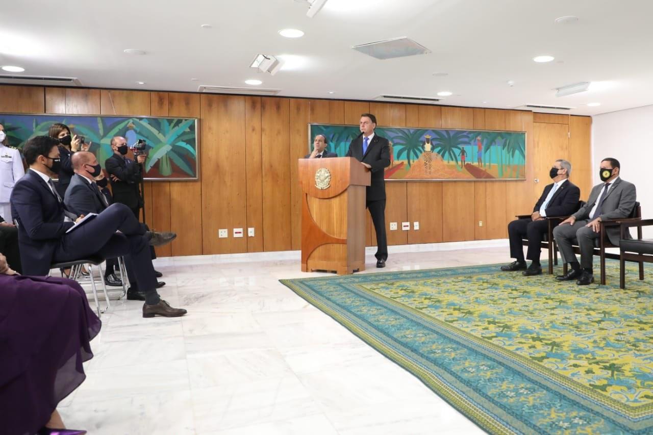 Bolsonaro durante posse de ministros
