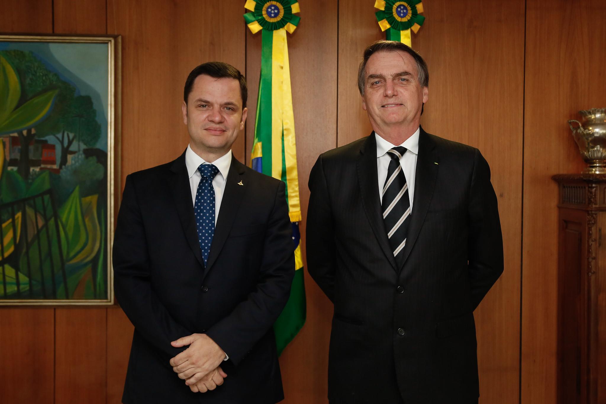 O ministro da Justiça, Anderson Torres, ao lado do presidente Jair Bolsonaro